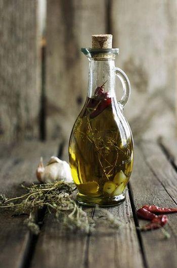 オリーブオイルに漬けるだけ♪手作り「ハーブオイル」の作り方とバリエーションレシピ