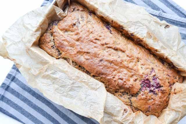 Een zachte cake vol met fruitige smaken! Deze suikervrije appel-frambozen cake…