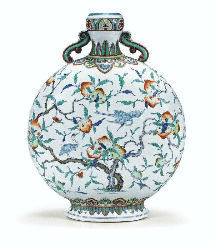 Rareet importante gourde en porcelaine doucai, Dynastie Qing, Époque Qianlong (1736-1795)