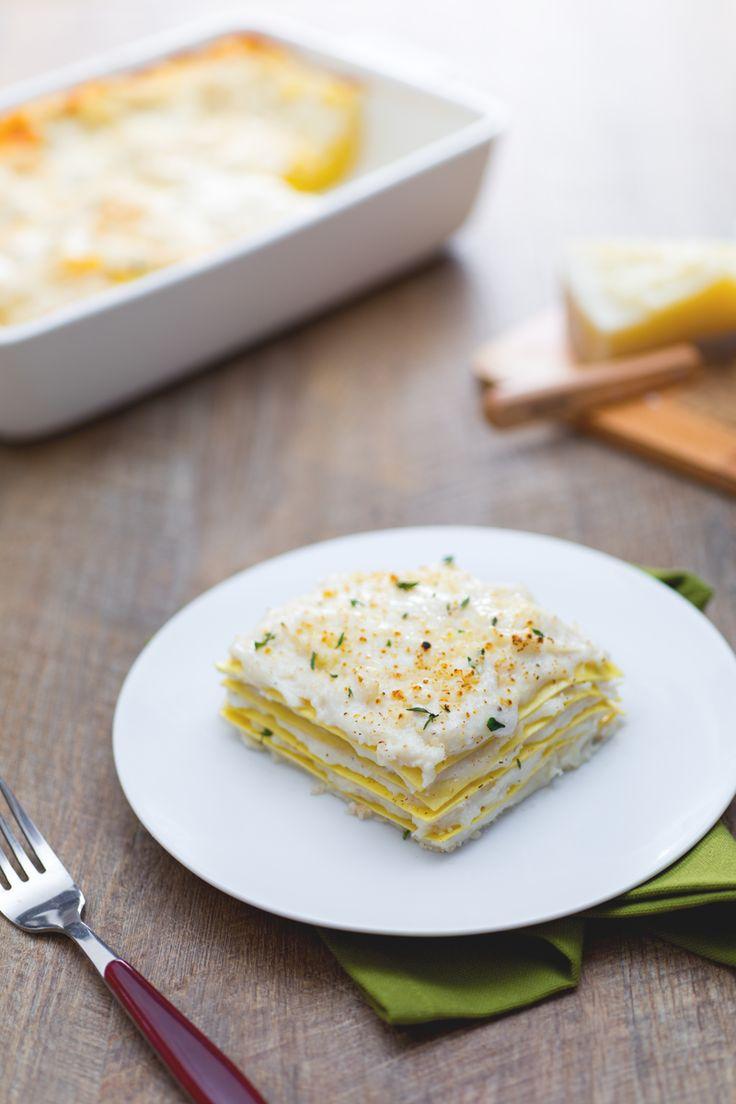 Delicata e ideale per ogni occasione: ecco la nostra #lasagna alla #ricotta. (lasagna with ricotta #cheese) #Giallozafferano #recipe #ricetta #lasagne #pasta