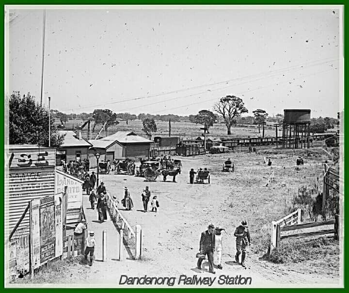 Dandenong Railway Station in Victoria,c.a. 1917. State Library of Victoria.