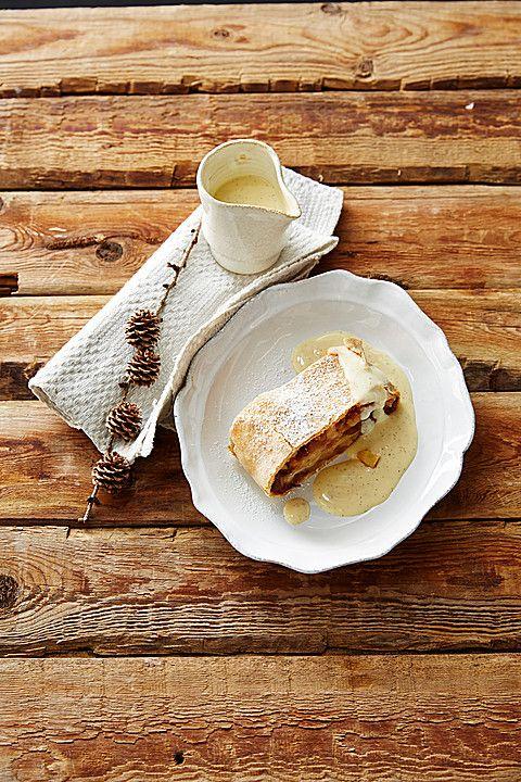 Alt - Wiener Apfelstrudel mit Vanillesoße