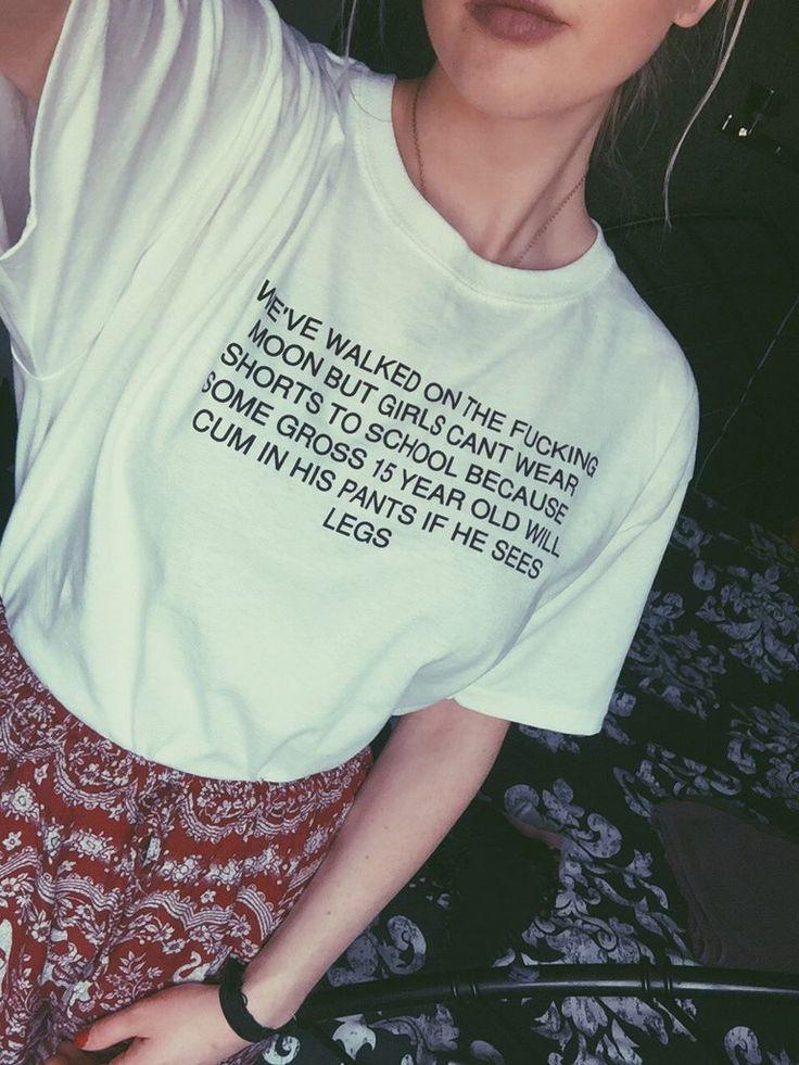 Wir sind auf dem Mond gelaufen, aber Mädchen können keine Shorts tragen T Shirt Funny Quote Tee