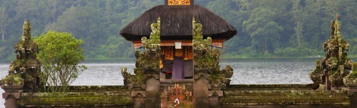 Set almost at the geographic centre of Bali, the beautiful Bali Botanic Gardens overlook Danau Bratan in Candikuning near Bedugul and is one of the mo