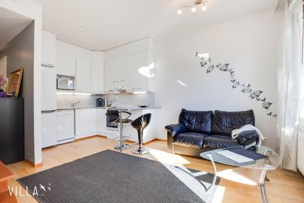 Luxury Apartment - Excellent room order. Balcony overlooking a quiet courtyard. Quick connections to every direction are in the public or private car.