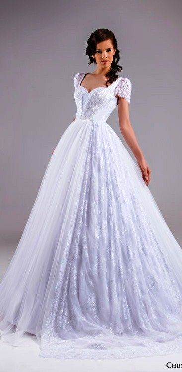 Chrystelle Atallah bridal spring 2015 short lace puff sleeve ball gown wedding dress