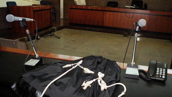 Lavoro Bari  L'errore durante un esame diagnostico per intolleranze alimentari. Il gastroenterologo Ruggiero Spinazzola è stato assolto invece dallaccusa di detenzione e...  #LavoroBari #offertelavoro #bari #Puglia Barletta 24enne morta per il test col nitrito di sodio invece del sorbitolo: un anno e 4 mesi al medico