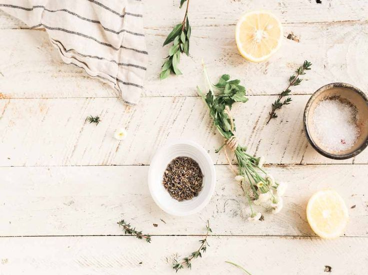 5 Natural ways to help you reduce anxiety. Tips to incorporate into your daily routine to help you naturally reduce anxiety and stress. Lemon Balm Tea, Panel Room Divider, Weight Watchers Desserts, Diy Spa, Castile Soap, Kitchen Pictures, Peeling, House Smells, Bergamot