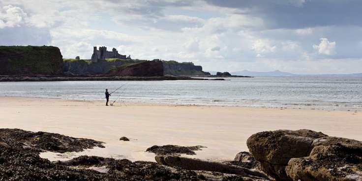 Visit Scotland.org: all things Edinburgh and the Lothians. Seacliff beach with Tantallon Castle behind, North Berwick, East Lothian
