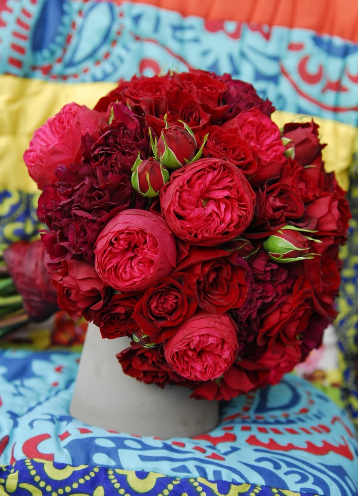 red bouquet garden roses piano roses red naomi carnations burgundy