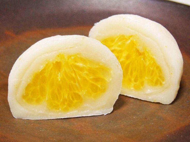 因島ではっさく大福を製造販売。TEL/FAX 0845-24-0715 はっさく屋のはっさく大福は、八朔の実を白餡とみかん餅で包んだこだわりの大福です。