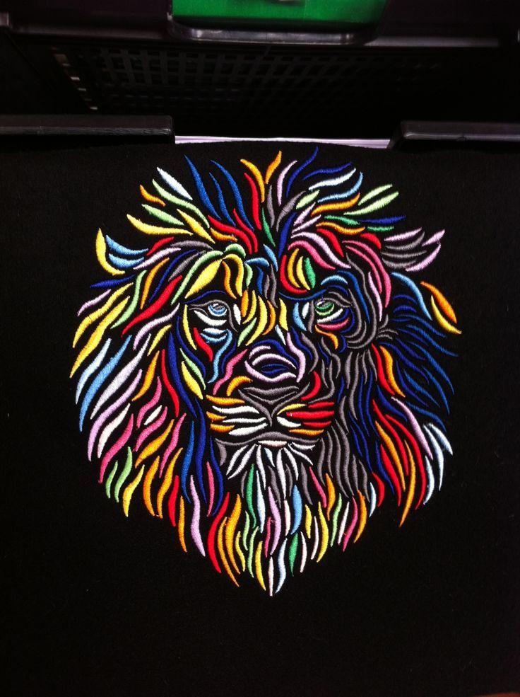Вышитый лев в технике объемной вышивки. #embroidery #вышивка #машиннаявышивка #вышивканазаказ #ярославскаявышивальнаяфабрика #вышивка_ярославль #крутаявышивка