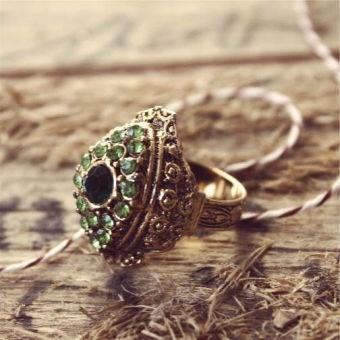 vintage ring - green stone