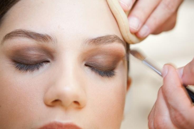 Olhos esfumados: sai o preto e entra o marrom curinga e tons mais vivos como verde e berinjela - Beleza - UOL Mulher
