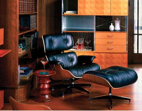 EAMES LOUNGUE CHAIR + OTTOMAN Considerado uno de los diseños más significativos del siglo XX, establece un estándar de confort y elegancia, ideal para oficinas gerenciales y directivas. La composición de materiales como la chapa de madera y la flexible piel evocan el lujo de antaño transformado en formas modernas. Forma parte de la colección permanente del MoMa de Nueva York.