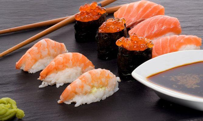 Receta de sushi, Bruno Oteiza nos inicia a la cocina japonesa preparando nigiri y makis de salmón, langostinos y huevas de salmón.