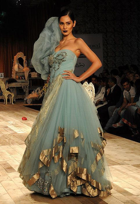 Oooh...can the bottom part of my sangeet lehenga look like this?