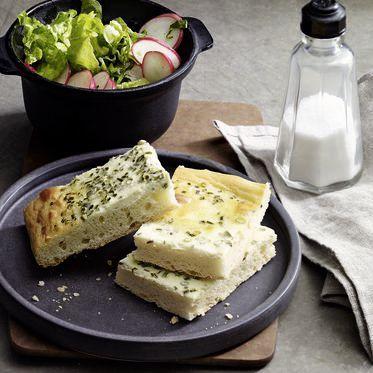 Schnittlauchrahmkuchen mit Kräutersalat Rezept   Küchengötter