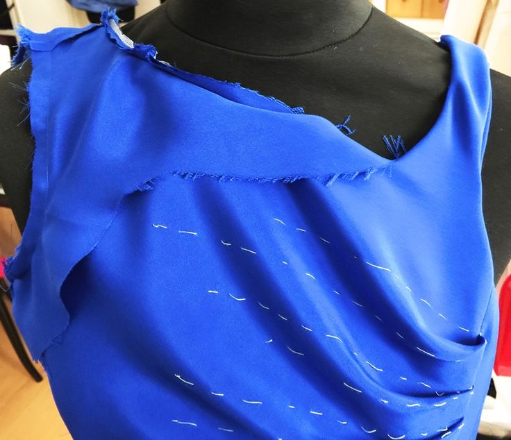 Celesta è l'abito per chi ama le pieghe e i volumi... Celesta is the perfect dress for the magnets of folds and volumes... Celesta est la robe parfaite pour les aimants de plis et de volumes... http://kimdubois.it/capo/celesta/
