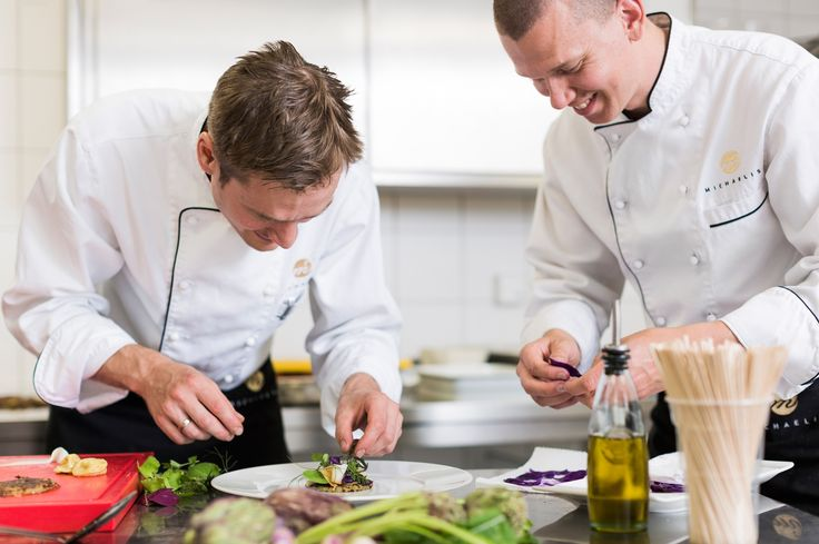 Das Catering-Team des Hotel Michaelis in Action http://blog.eventsofa.de/top-10-catering-service-anbieter-in-deutschland/ Foto by Hotel Michaelis #Catering #Leipzig #Leidenschaft #Eventlocation #Gourmet