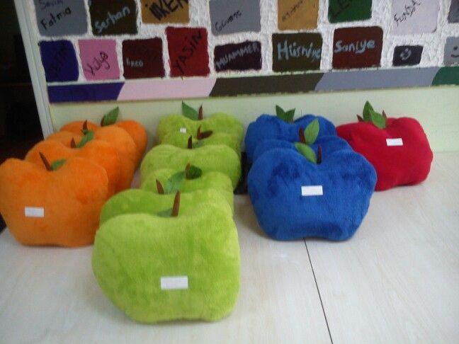 Elma yastıklar rengarenk