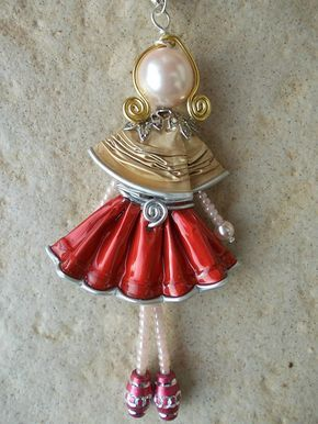 """Pendentif """"Mademoiselle"""" from coffee capsules.         Gloucestershire Resource Centre http://www.grcltd.org/scrapstore/"""