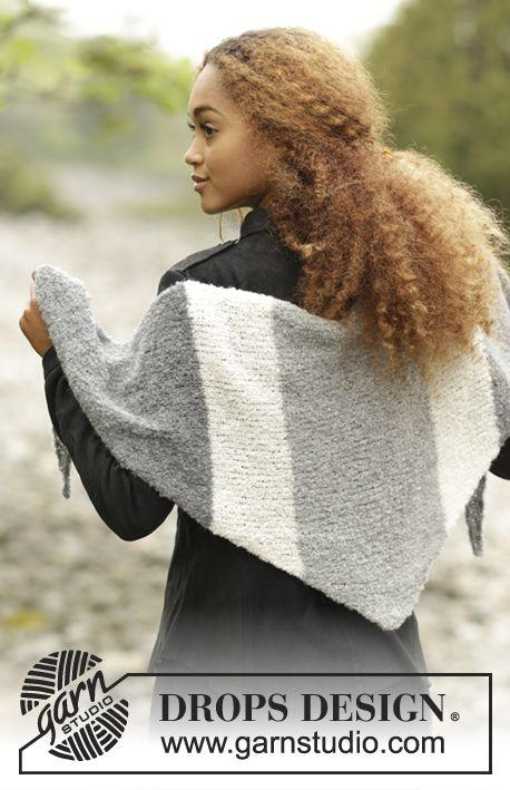 """Warm Mist / DROPS 171-15 - DROPS sjal i """"Alpaca Bouclé"""" stickad från sida till sida med blockränder."""