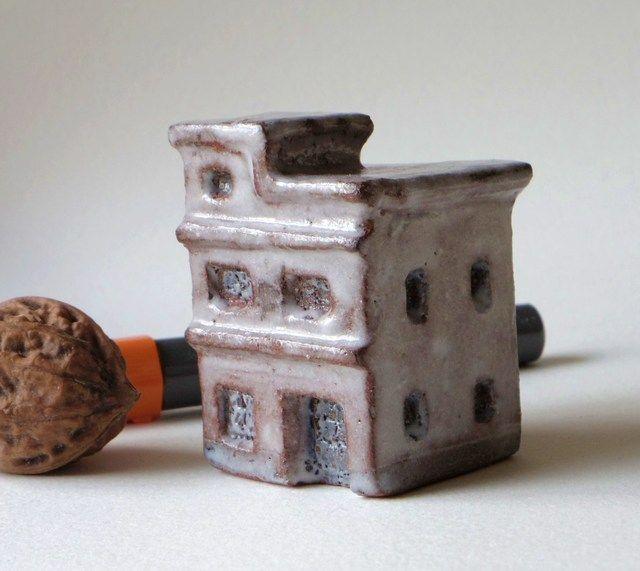 ハンドメイドマーケット minne(ミンネ)| 陶の家-屋上階に小部屋があるビルヂィング