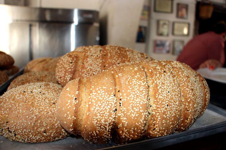 Σησαμωτά ψωμιά. <br/> Πηγή: Στάλω Λαζάρου.