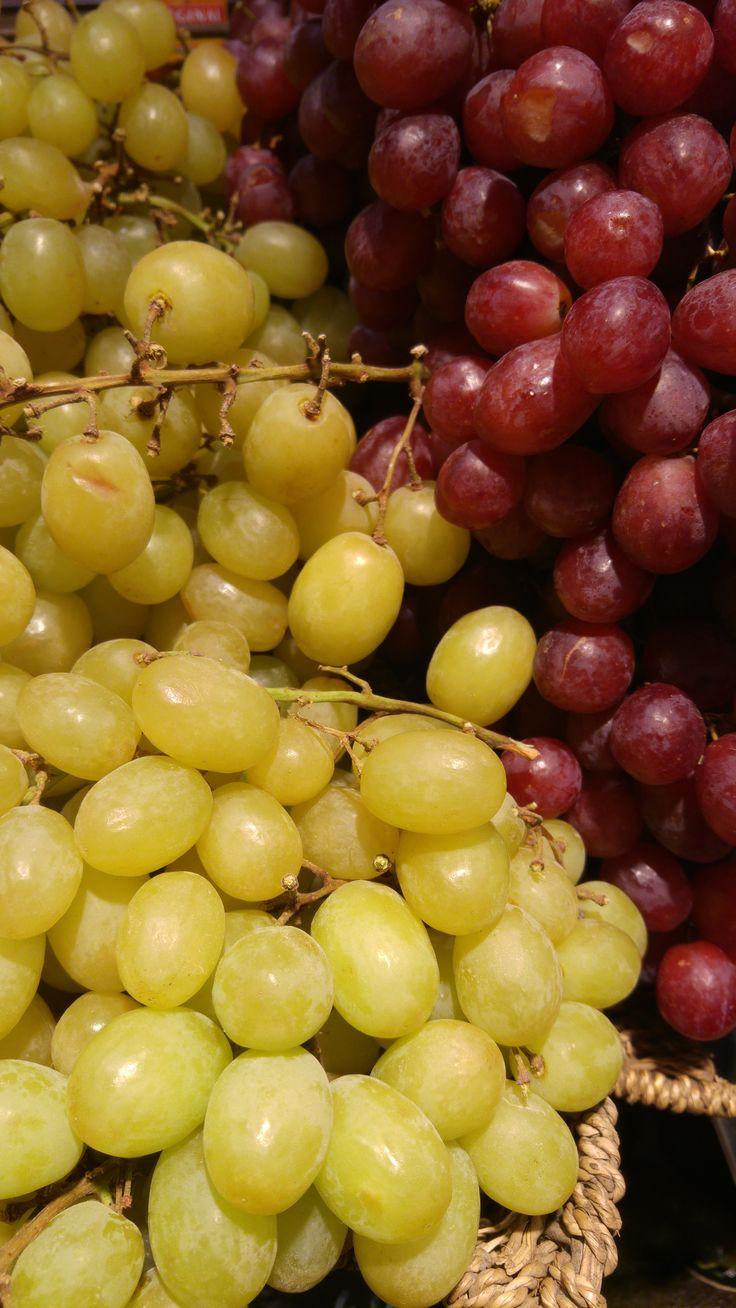 El placer de pasar una mañana en el Mercado, ¿habeis visto qué preciosidad de uvas?