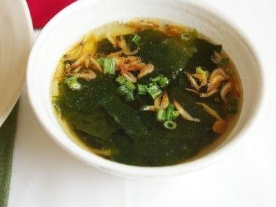 お湯注ぐだけ。即席・わかめ&桜海老スープ