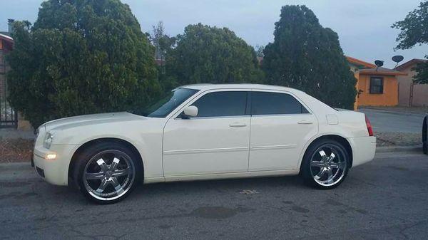 """Used (normal wear) - Hermoso Chrysler 300 - edición especial, buenas condiciones, pocas millas, rines 22"""" SE FRONTERIZA!!"""