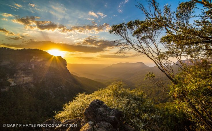 Jamison Valley sunrise from Gary's lookout 2a