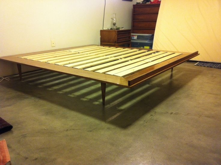really great diy platform bed to fit into a midcentury themed room - Mid Century Modern Bed Frame