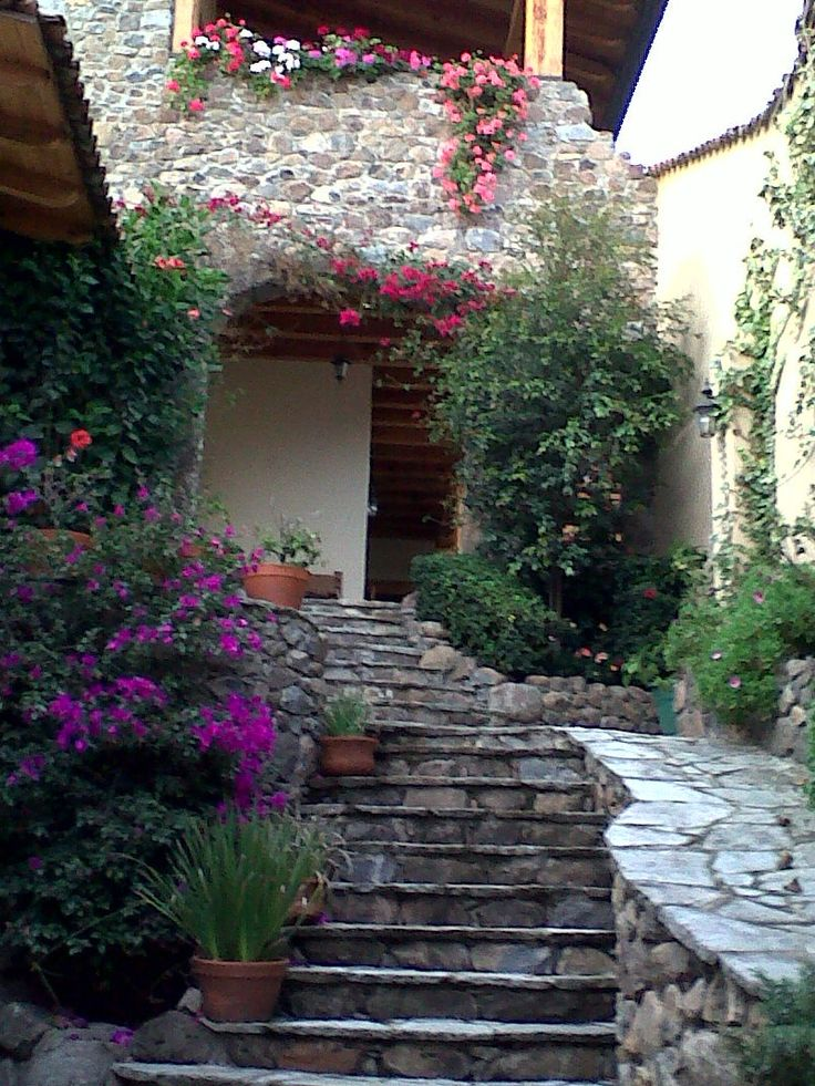 Fachada de casa en tapalpa jalisco dise o de exteriores - Diseno de jardines para casas de campo ...