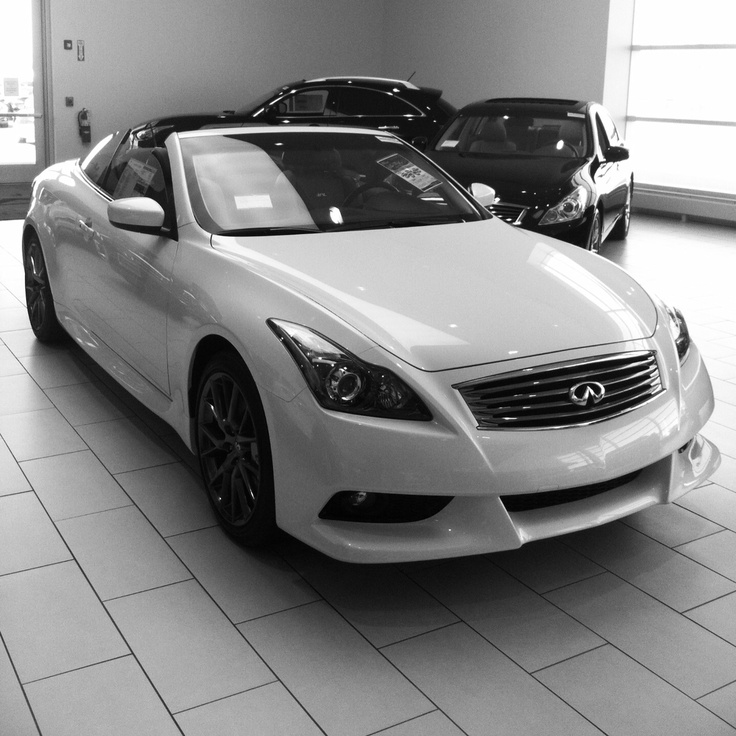 2013 Infiniti G37 IPL Convertible in Moonlight White with