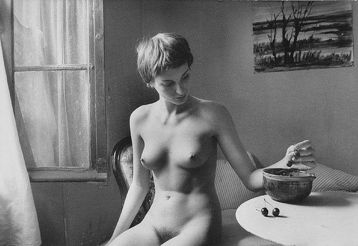 Willy Ronis, Nu aux cerises, 1955.