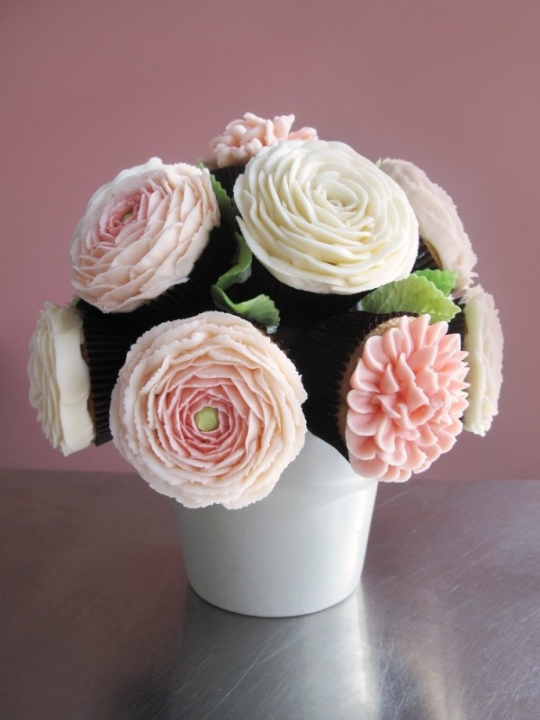 Cupcake Bouquet - Baby shower idea! @Darlene Repash  Or for our wedding... ;)