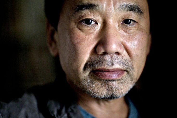 """Haruki Murakami -  """"El nuevo día está a punto de llegar, pero el viejo aún arrastra los pesados bajos de su ropaje. Igual que el agua del mar y la del río que compiten con fiereza en la desembocadura, el nuevo día y el viejo se disputan su espacio y acaban fundiéndose. Takahashi es incapaz de discernir en cuál de las dos orillas, de los dos mundos, se encuentra en ese momento su centro de gravedad"""".  After Dark."""