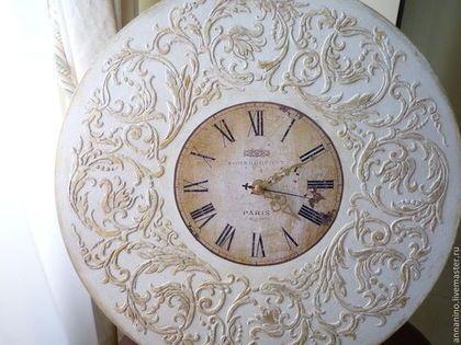 Купить или заказать Настенные часы Вальс  Шебби шик в белом в интернет-магазине на Ярмарке Мастеров. Натенные часы, деревянные, декупаж, объемный декор, легкое золочение (по желанию), шебби шик. Романтические настенные часы, прекрасно подойдут к стилю Прованс, Шебби шик. Настенные часы составят комплект со шкатулкой Вальс Шебби шик в белом Часы для дома с нотками французского шика.…