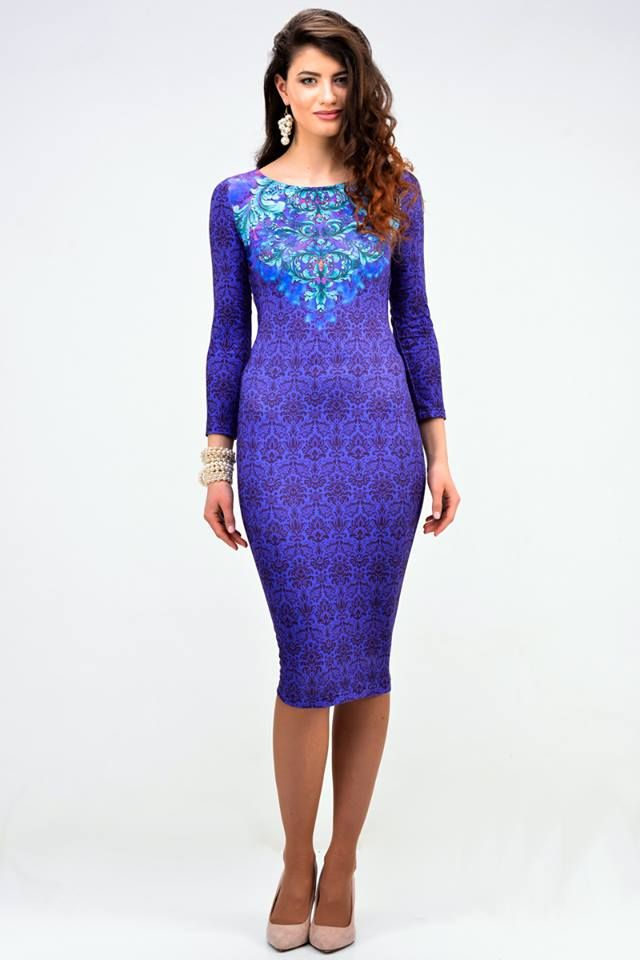 Purple dress with a blue ornament - 45,95€