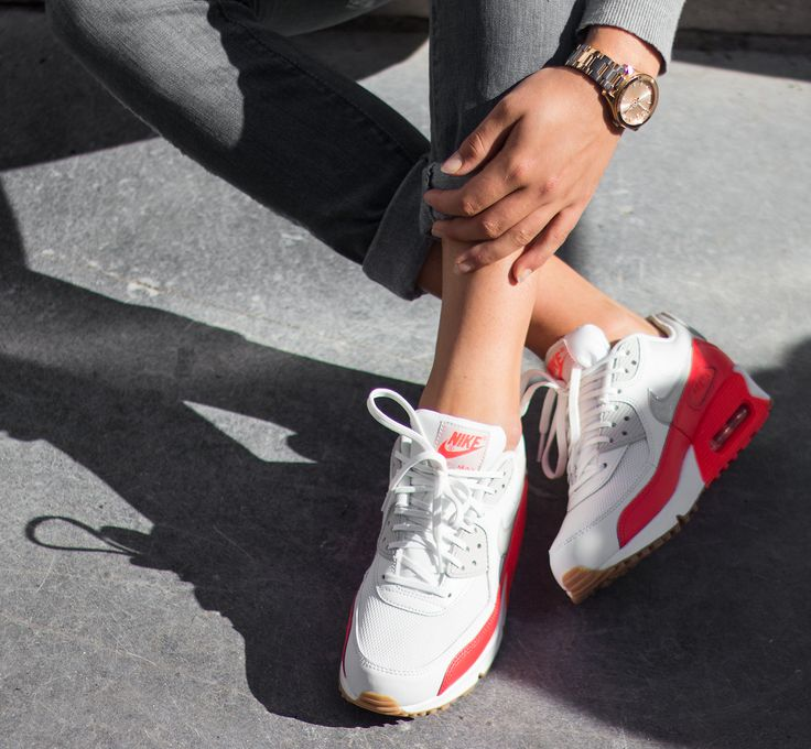 WMNS Air Max 90 Essential Summit White/ Light Bone-Crimson this Nike sneaker is now available at http://www.frontrunner.nl/nike/