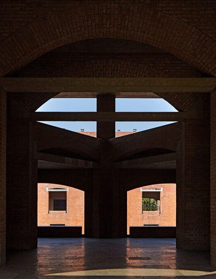 Edmund Sumner condivide le foto dell'Indian Institute of Management Ahmedabad di Louis Kahn