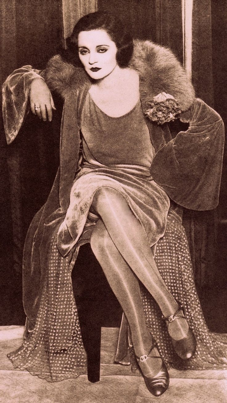 MISS TALLULAH BANKEAD in 1928. Tallulah was appearing in Her Carboard Lover at the Lyric Theatre London for 173 performances, before going to Glasgow. At the time Tallulah had an immense following of mostly young female theatre-going admirers. (please follow minkshmink on pinterest) #tallulahbankhead #twenties #flapper see my Tallulah Bankhead board.