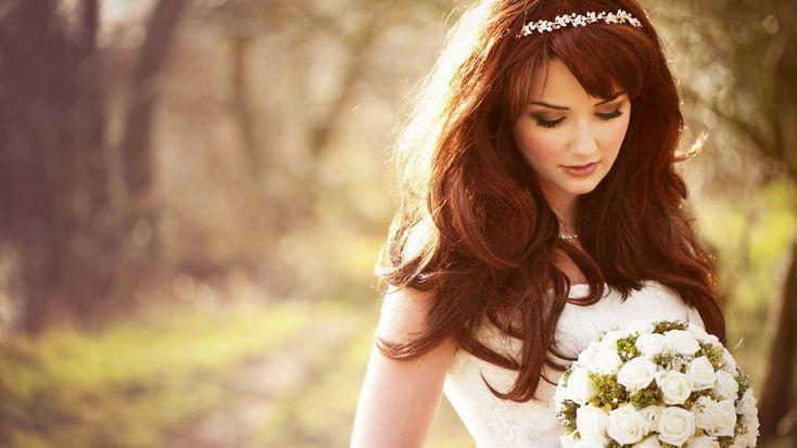 невеста брюнетка с диадемой