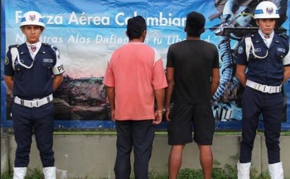 Golpe contra la mineria criminal en el Amazonas. fueron capturados dos hombres, decomisada una balsa de fabricación artesanal, la cual había sido acondicionada como draga, empleada para la realización de esta práctica delictiva en el sur del país.
