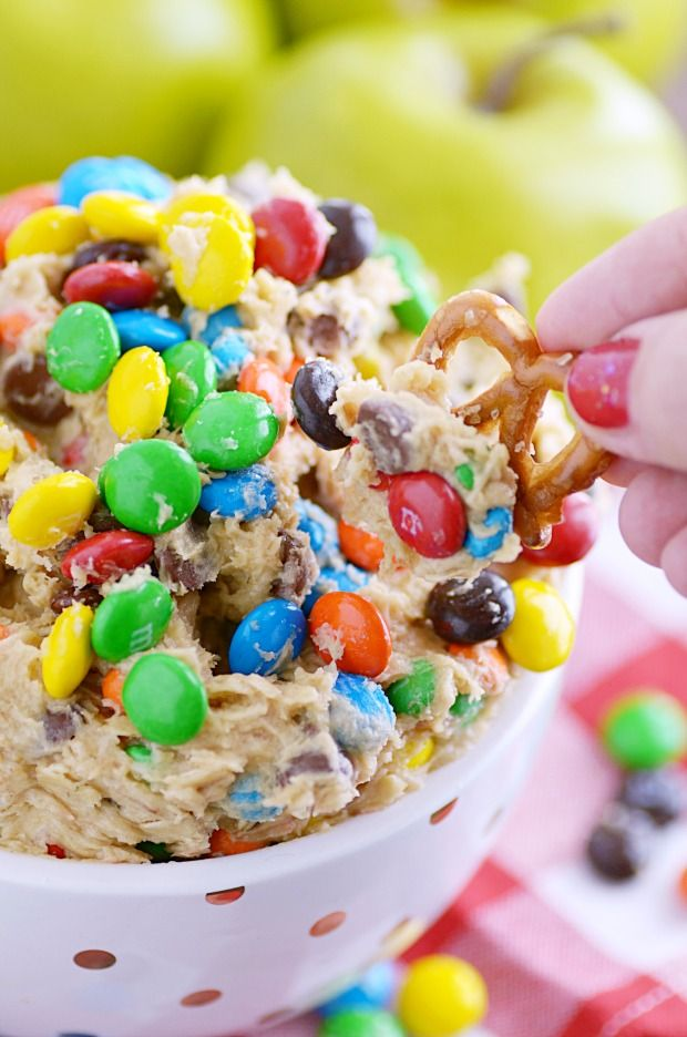 My very favorite sweet dip (and the first one I ever posted on my blog). Loaded with peanut butter, oatmeal, M&Ms and chocolate chips. This dip is a cinch to make and even easier to eat! This Monster Cookie Dough Dip is a recipe from very deep, deep, deeeeeeeeep in the archives and is very …