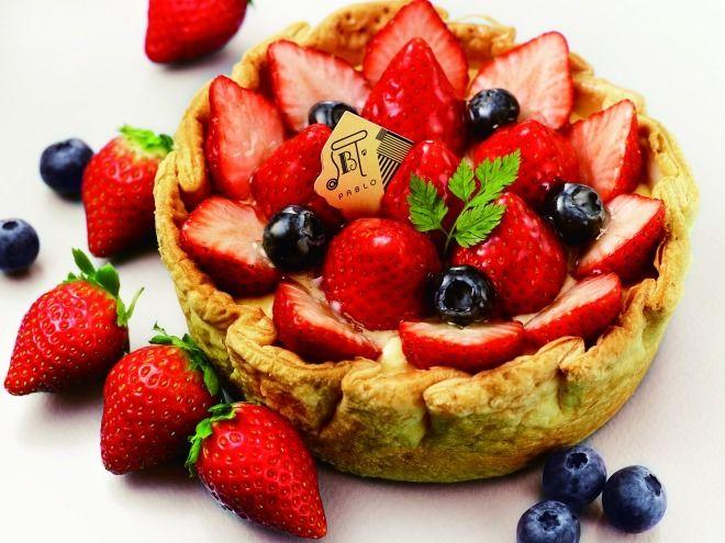 焼きたてチーズタルト専門店パブロから、期間限定商品「たっぷり苺とベリーのチーズタルト」「たっぷり苺とベリーの贅沢チーズタルト」が発売される。2015