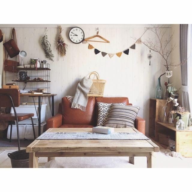 minami_09さんの、nico and...,デスク,賃貸,古道具,無印良品,ニトリ,ドライフラワー,ナチュラル,ヴィンテージ,暮らしを楽しむ,暮らし,一人暮らし,ソファ,ローテーブル,北欧,フラッグガーランド,植物のある暮らし,りんご箱,足場板,WOODPRO,クッション,リビング,のお部屋写真
