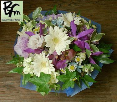 お供え花、お供えのお花【BFM】 紫のランを使って そんなお供えのフラワーアレンジメント。 http://www.basketflowermarkets.com